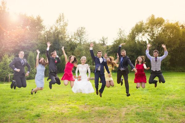 結婚式は披露宴なし二次会のみの選択も!友達だけで行うパーティ