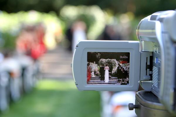 結婚式のビデオ撮影はいらないと思う理由とは?