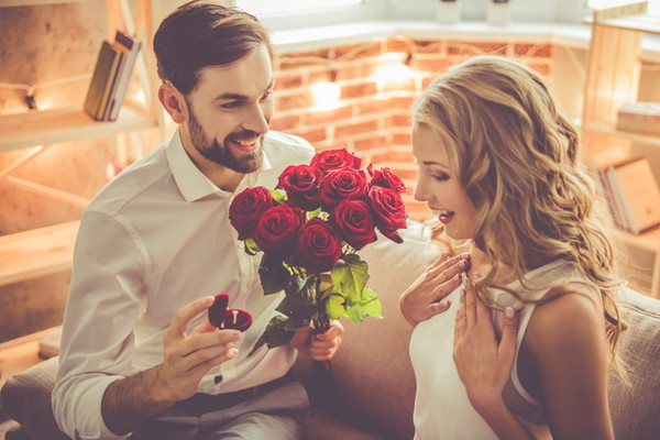 婚約の時点で報告は不要?必要?婚約の時点で周囲への報告をすべきか